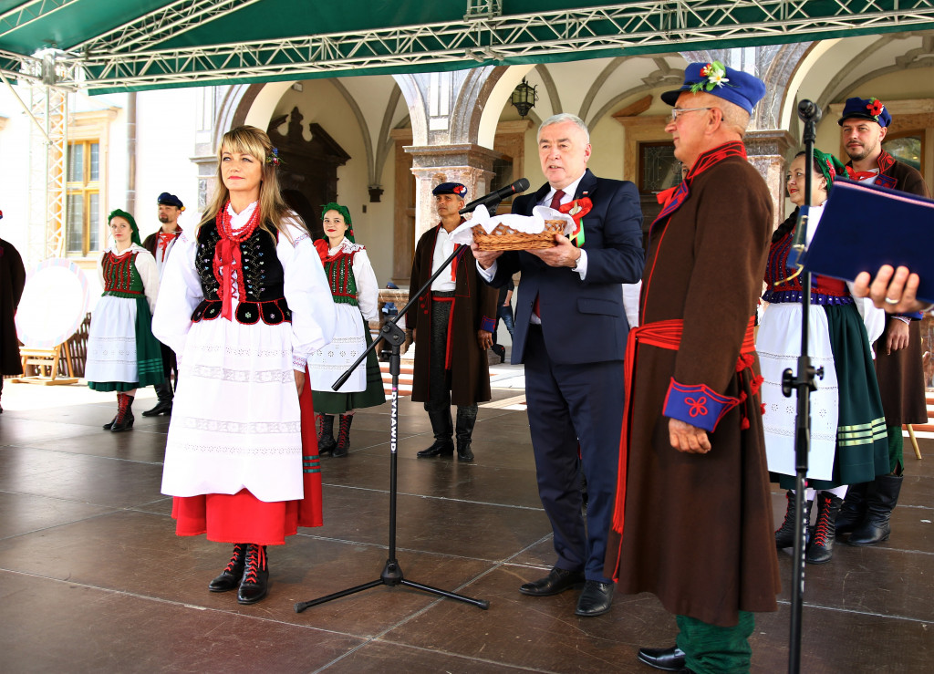 Marszalek-Andrzej-Betkowski-i-starostowie-dozynek-1024x739