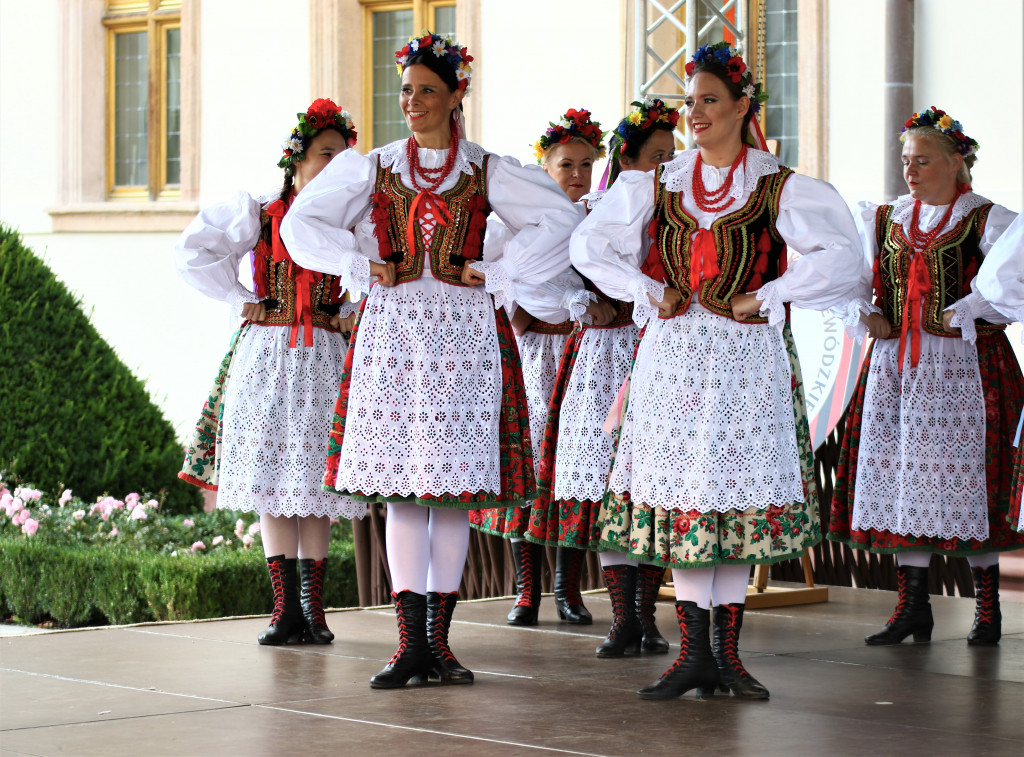 Tancerski-z-Zespolu-Piesni-i-Tanca-Kielce-1024x757