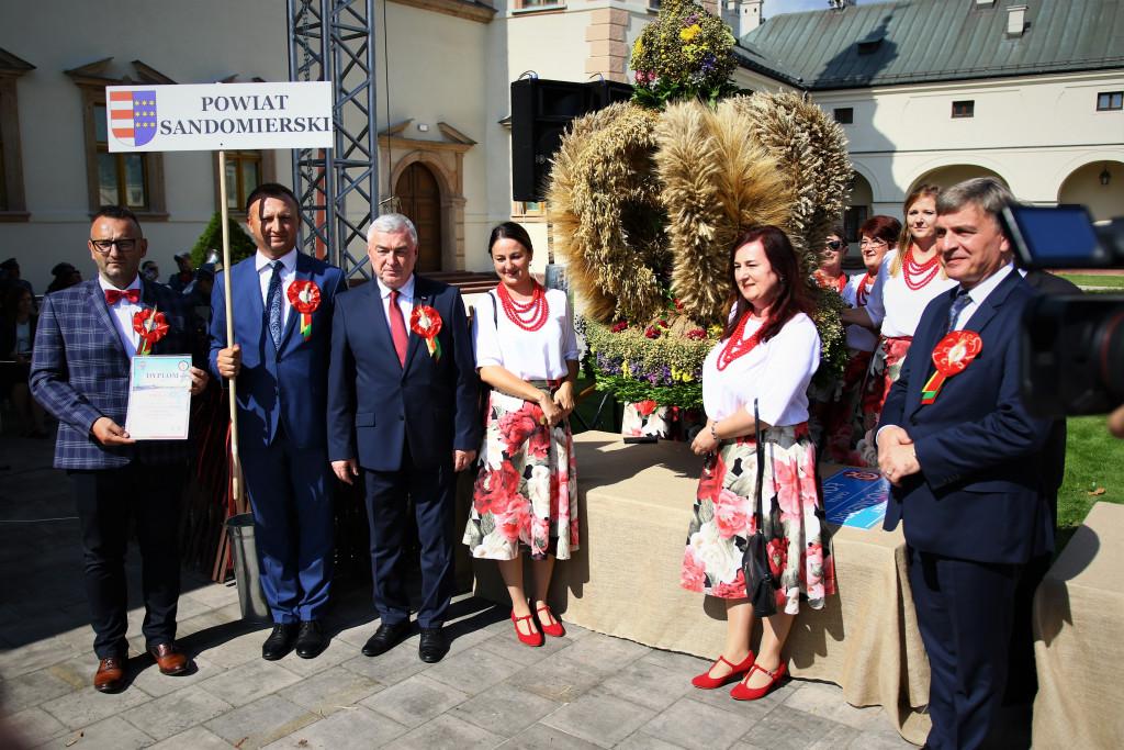 Tworczynie-wienca-z-powiatu-sandomierskiego-1024x683